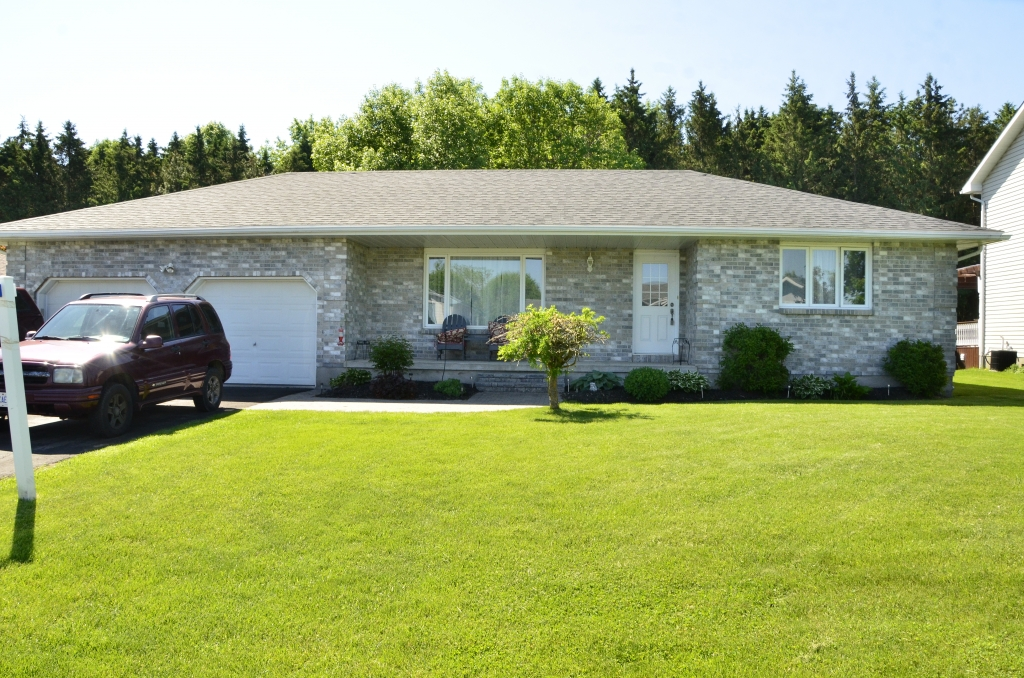 Real Estate Listing 5590 BRIDLEWOOD COURT Iroquois K0E1K0